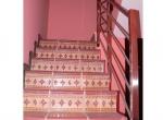 casa-en-barro-escaleras